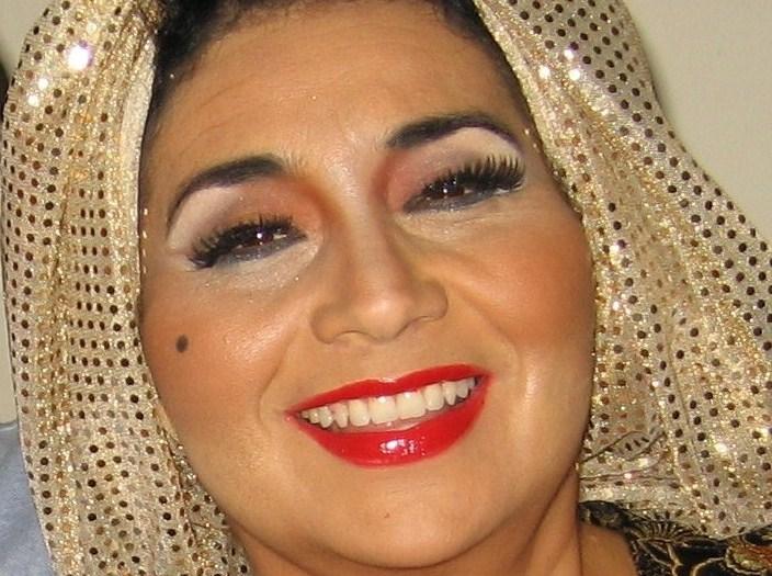 Lynda Morán, sobrina de Myrta Silva, personifica a su famosa tía en espectáculos musicales. (Foto Javier Santiago / Fundación Nacional para la Cultura Popular)