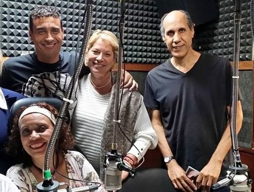 """En Oro 92.5, Roberto Figueroa compartió con el cantante brasilero Cao Bornes en una edición especial de """"Sólo boleros... al son de samba y bossa nova"""", condiucido por Judith Felicié. (Foto suministrada) suministrada)"""