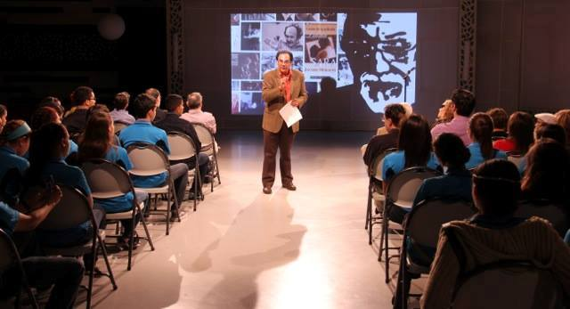 En conferencias y charlas Edgardo Huertas transmite a la comunidad su defensa por la cultura popular del País. (Foto suministrada)