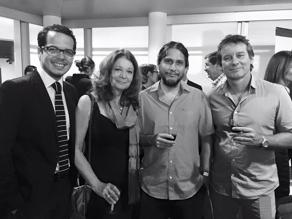 """Sonia Fritz, seunda de derecha a izquierda, en la premier de """"15 Faros de Puerto Rico'' junto al compositor, el editor y el colorista. (Foto suministrada)"""