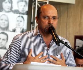 El productor Tony Mojena celebró la firma de la ley. (Foto Edgar Torres para Fundación Nacional para la Cultura Popular)