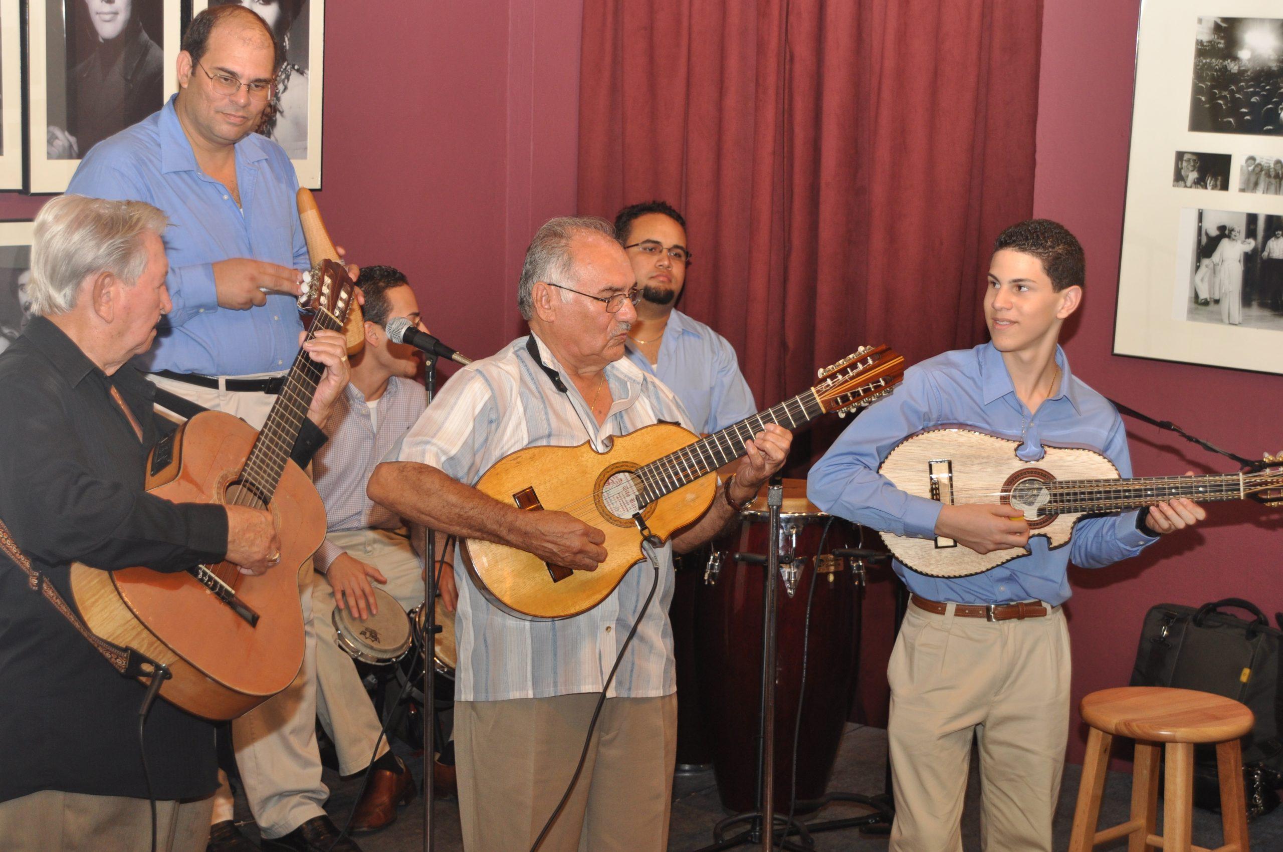 Don Polo ha respladado la carrera musical del joven cuatriosta Luis Sanz. (Foto James Lynn para Fundación Nacional para la Cultura Popular)
