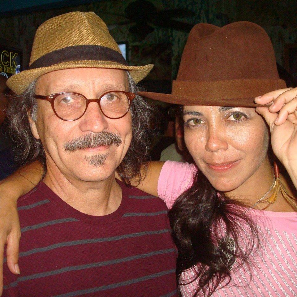 El maestro Elizam con la inolvidable cantautora Ivania Zayas. (Foto FB/EE)