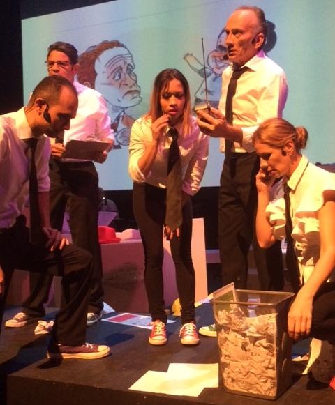 El espectáculo teatromusical nos remonta a un centro de escrutinio electoral. (Foto Joselo Arroyo para Fundación Nacional para la Cultura Popular)