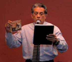 Roberto Lorenzana representó a Marlow Rosado qien se enciontraba en Londres cumpliendo con compromisos artísticos. (Foto Iván O. Ortiz / para Fundación Nacional para la Cultura Popular)