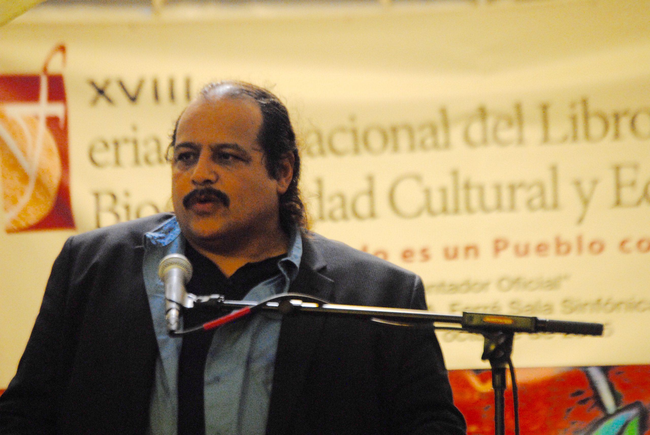 Vargas Vidot aceptó la distinción con un mensaje espontáneo lleno de sinceridad. (Foto Jaime Torres Torres para Fundación Nacional para la Cultura Popular)