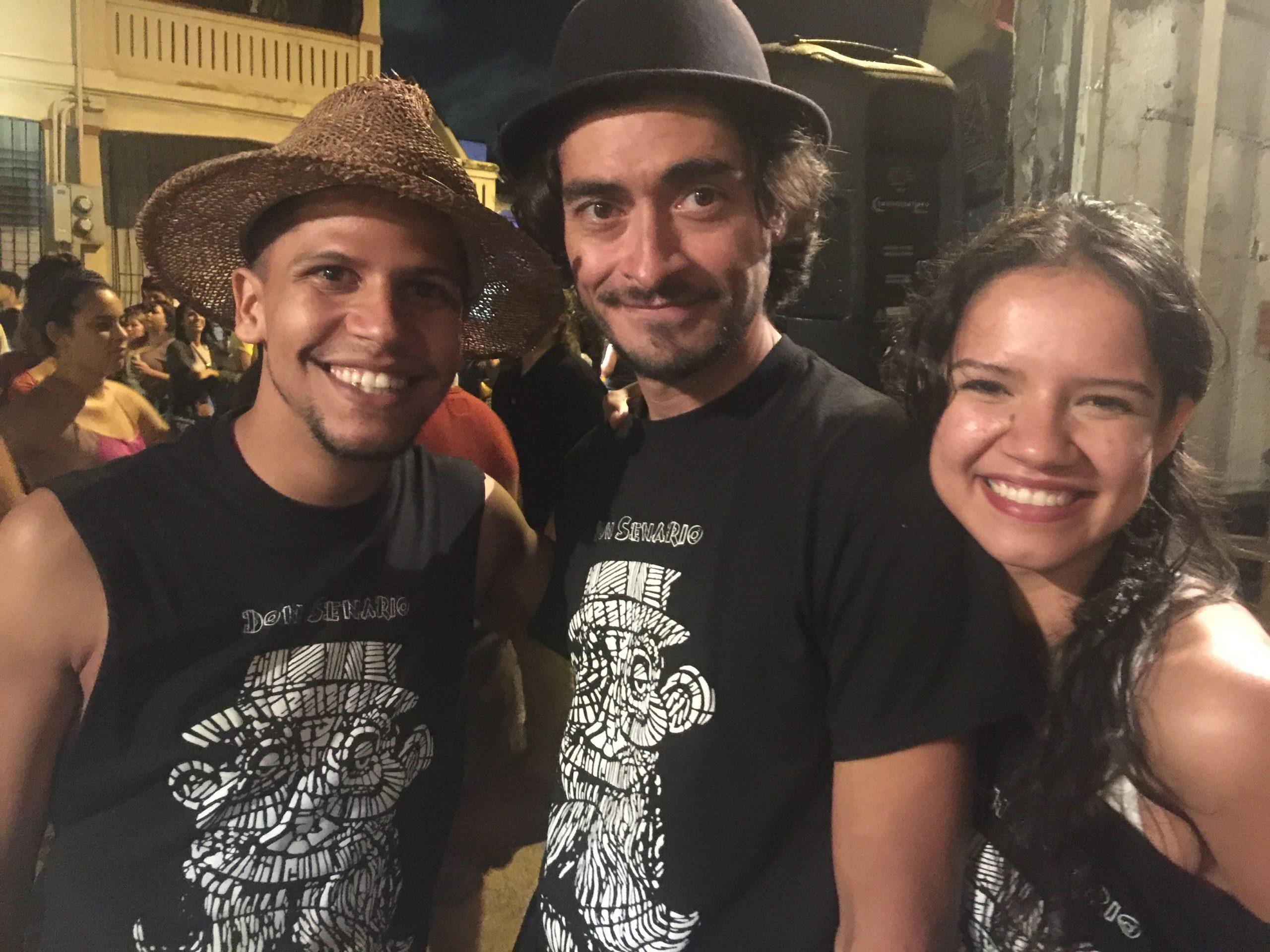 """""""Don Senario"""" fue ideado por el artista José Luis Gutierrez (al centro)."""