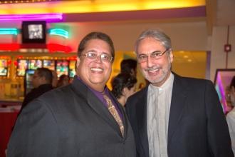 Julio E. Quirós Alcalá, Director Ejecutivo Interino de la Fundación Luis Muñoz Marín, comparte con el compositor Ernesto Cordero. (Foto suministrada)