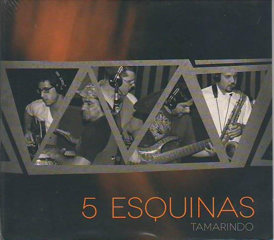 Víctor y su grupo 5 Esquinas ha ganado aplausos por su propuesta musical.