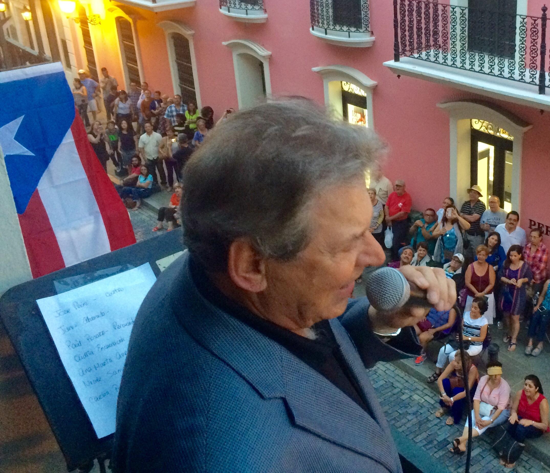 Chucho interpretó un escogido de composiciones navideñas del cancionero puertorriqueño. (Foto Jaime Torres para Fundación Nacional para la Cultura Popular)