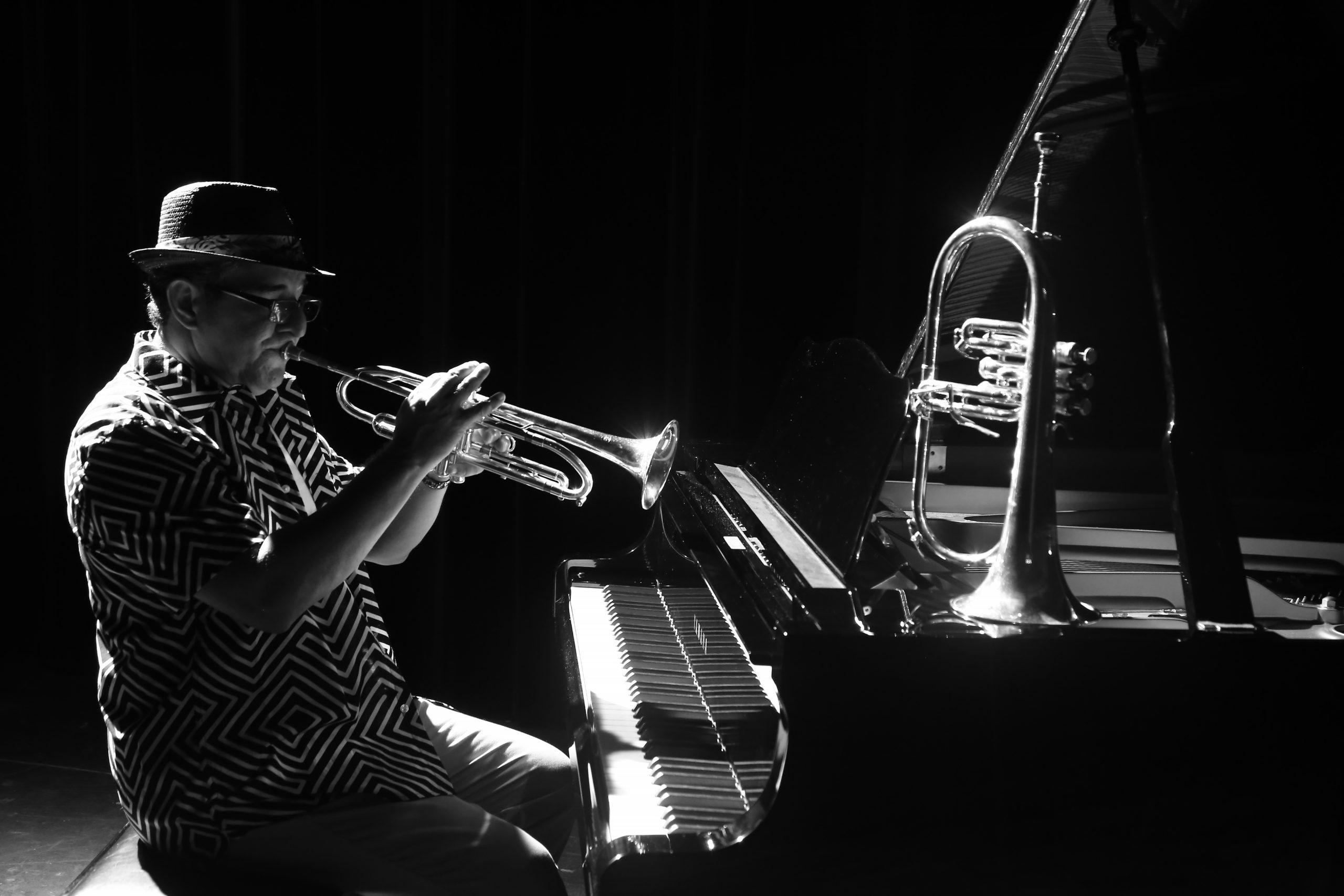 """Luis """"Perico"""" Ortiz, considera importante encaminar a las nuevas generaciones en la música. (Foto suministrada)"""