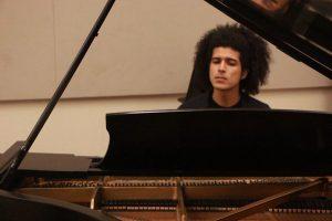 El joven estudiantes Ángel Persia es uno de los participantes de este proyecto. (Foto FB Álea 21)