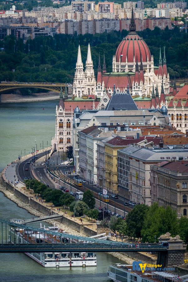 Una de las tomas fotográficas realizadas por el cantautor boricua en Budapest, Rumnanía. (Foto Mike Villegas)