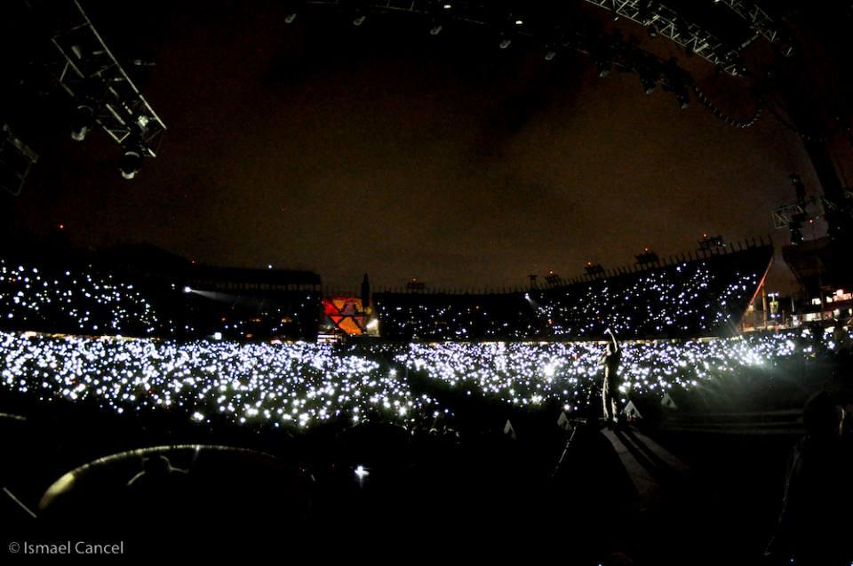 Toma de luces encendidas por Oscar en concierto de Calle 13 en México. (Foto Ismael Cancel)