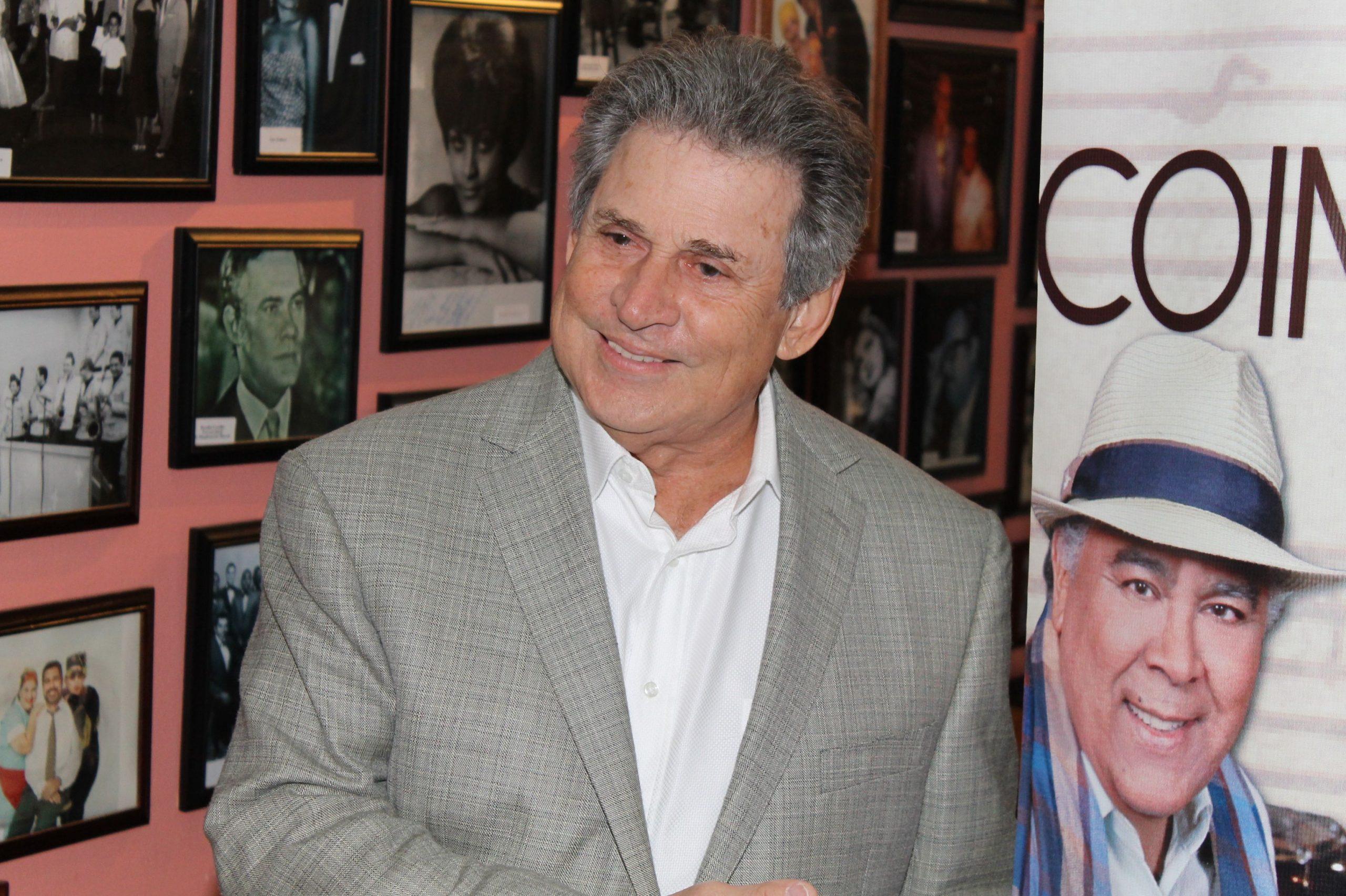 Chucho Avellanet recuerda anécdotas sobre Daniel Santos. (Foto Edgar Torres para Fundación Nacional para la Cltura Popular)