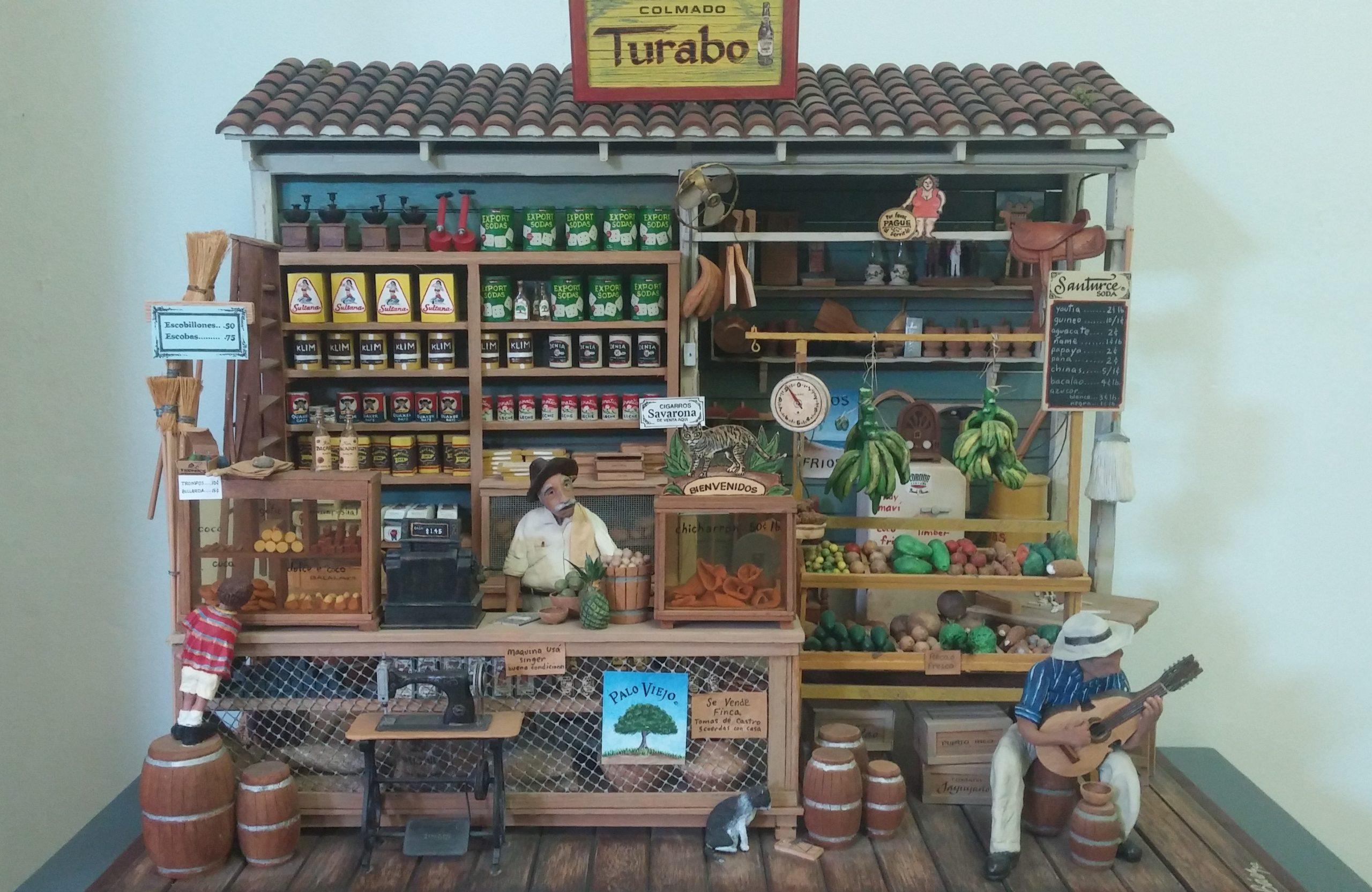 """""""Colmado Turabo"""" es una de la piezas que representa elementos disntinguidos de Caguas en la época de Díaz Alfaro. (Foto Gabriela Ortiz para Fundación Nacional para la Cultura Popular)"""