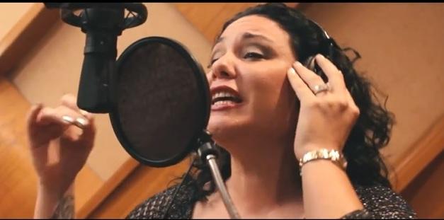 La cantante Mayte Pérez ha ganado aplausos por sus nuevas interpretaciones. (Foto suministrada)