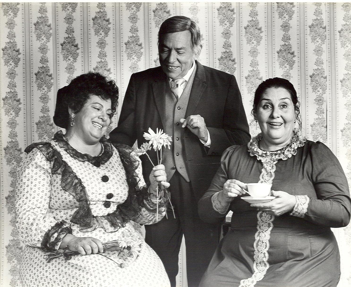 """Elsa Román, Santiago Garcia Ortega y Esther Mari en la producción """"Cuando el trigo nace"""" en 1971. (Foto s Cisne)Produccione"""