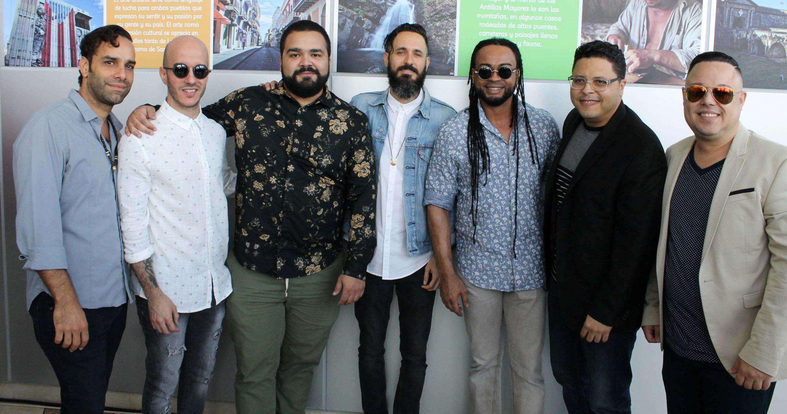 Juan Pablo Díaz (tercero de izquierda a derecha), coincidió en el lanzamiento oficial de la producción con integrantes de Cultura Profética y Limi-T XXI, (Foto suministrada)