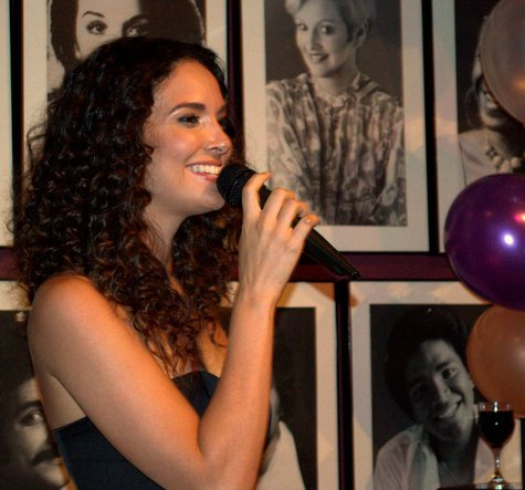 La actriz y cantante deleitó al público con sus interpretaciones románticas. (Foto Niza Ortiz para Fundación Nacional para la Cultura Popular)
