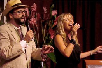"""Dagmar se unió a la fiesta cantando a dúo con Julio Enrique Court """"Verde luz"""". (Foto  Javier Santiago / Fundación Nacional para la Cultura Popular)"""