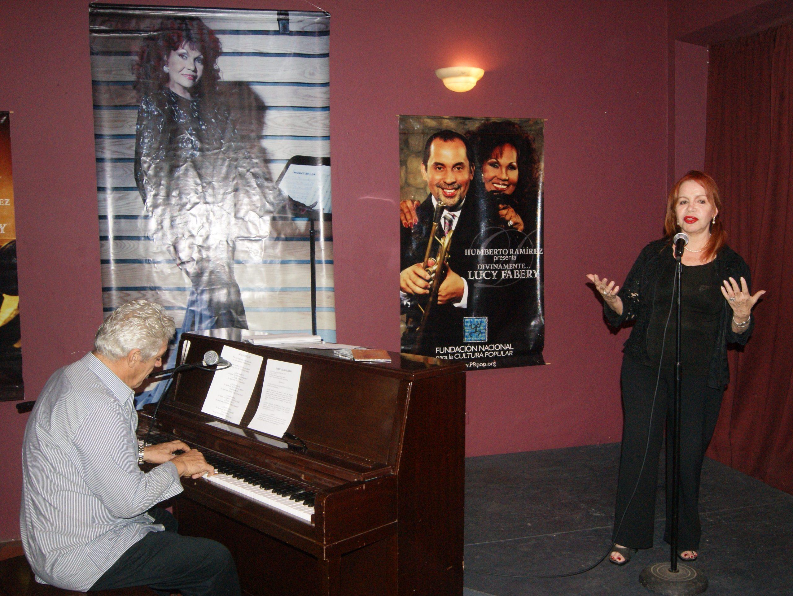 Vicky Hernández y Ramón Saldaña (al piano) iniciaron la actividad celebrada en el Viejo San Juan. (Foto Luis Ernesto Berriós para Fundación Nacional para la Cultura Popular)