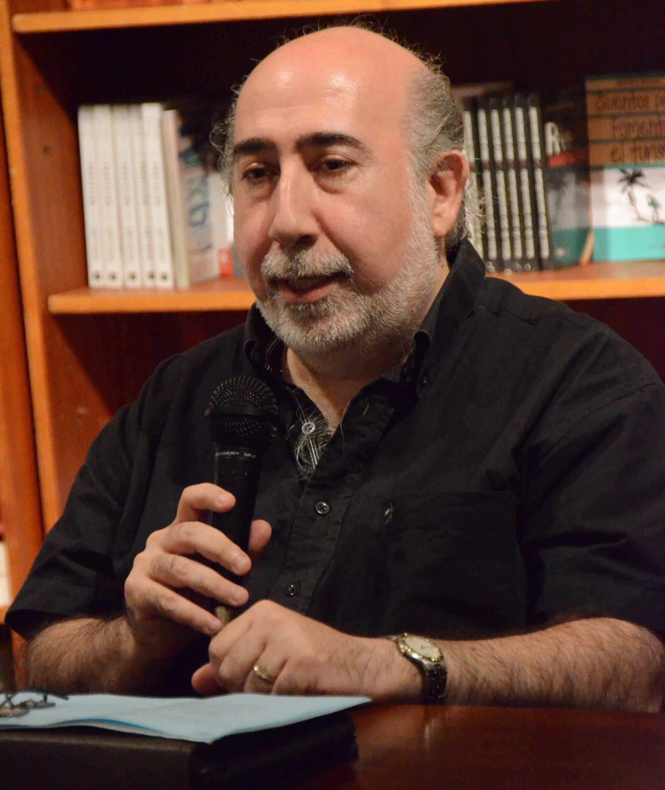 El experimentado técnico Néstor Salomón realizó la primera etapa de este importante proyecto de digitalización sonora. (Foto ICP)