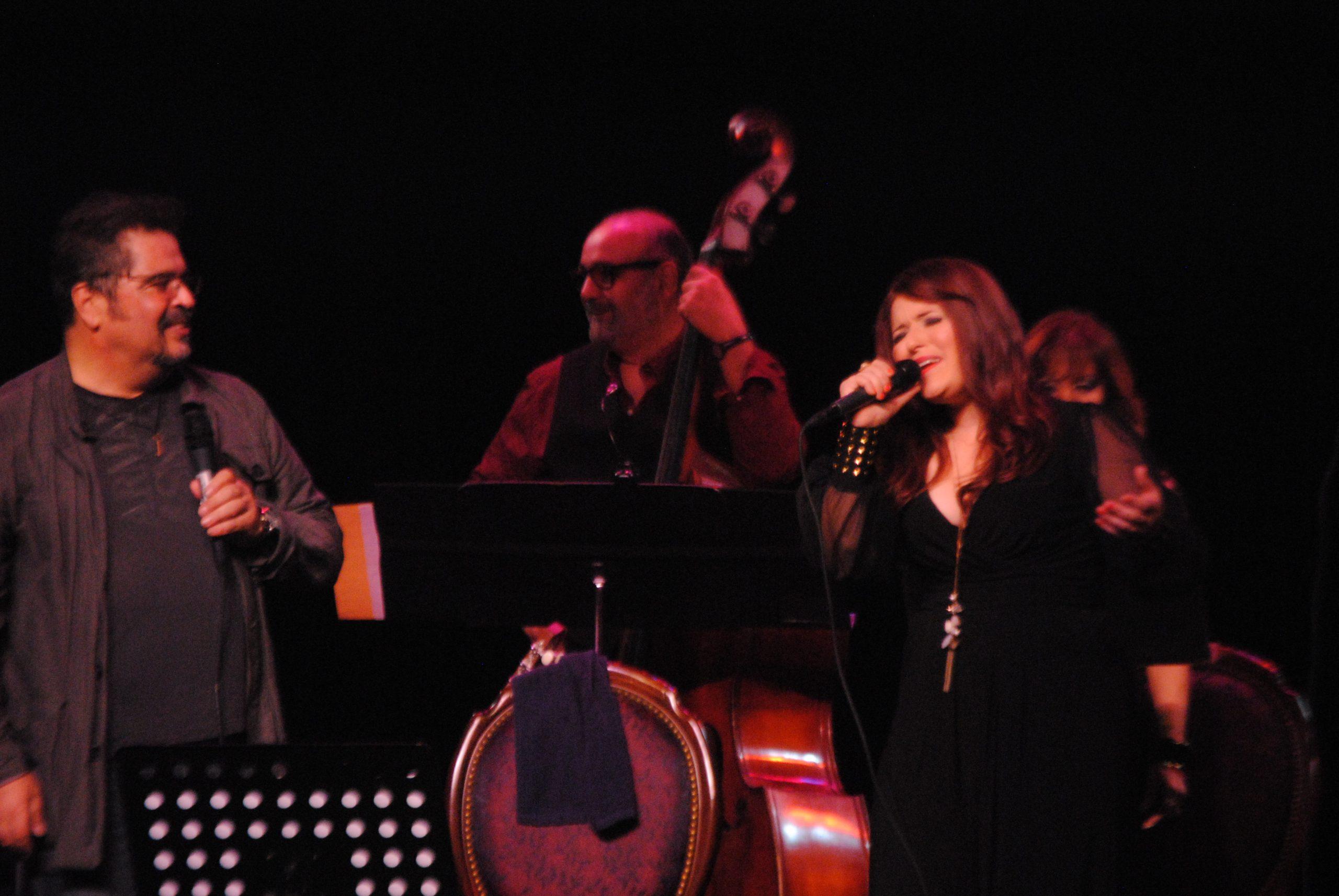 El cantautor también cantó a dúo con Mónika Nieves. (Foto Jaime Torres Torres para Fundación Nacional para la Cultura Popular)