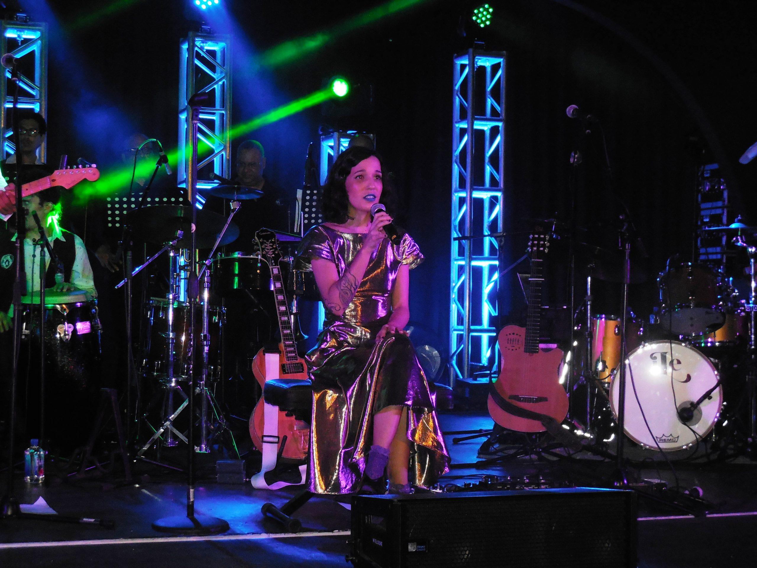 La cantautora será acompañada por su banda de músicos en vivo. (Foto Gabriela Ortiz para Fundación Nacional para la Cultura Popular)