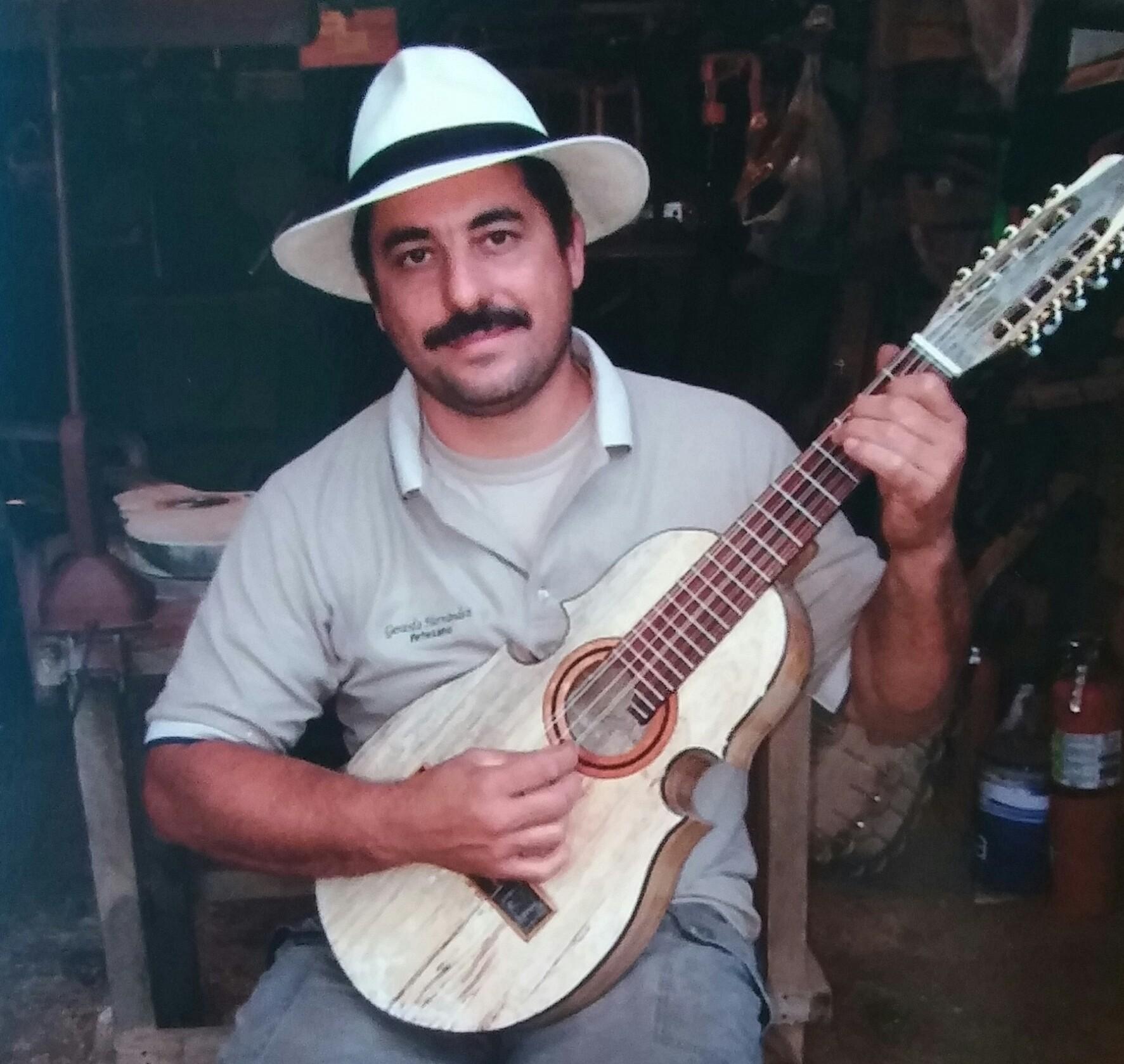 El artesano Gerardo Hernández , quien dictará una charla el próximo domingo 16 de agosto en el Museo de Artes Populares de Caguas.