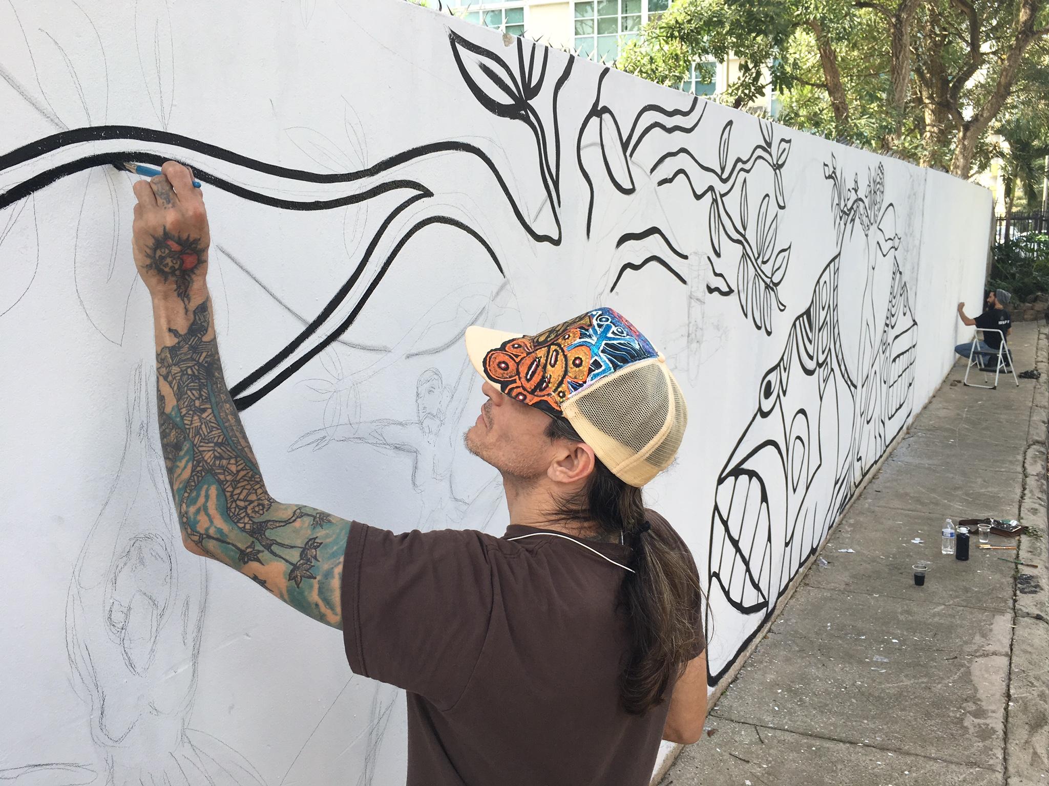 El artista Jaime Tirado se unió de lleno a esta propuesta de Exp Alt. (Foto Alina Marrero para Fundación Nacional para la Cultura Popular)