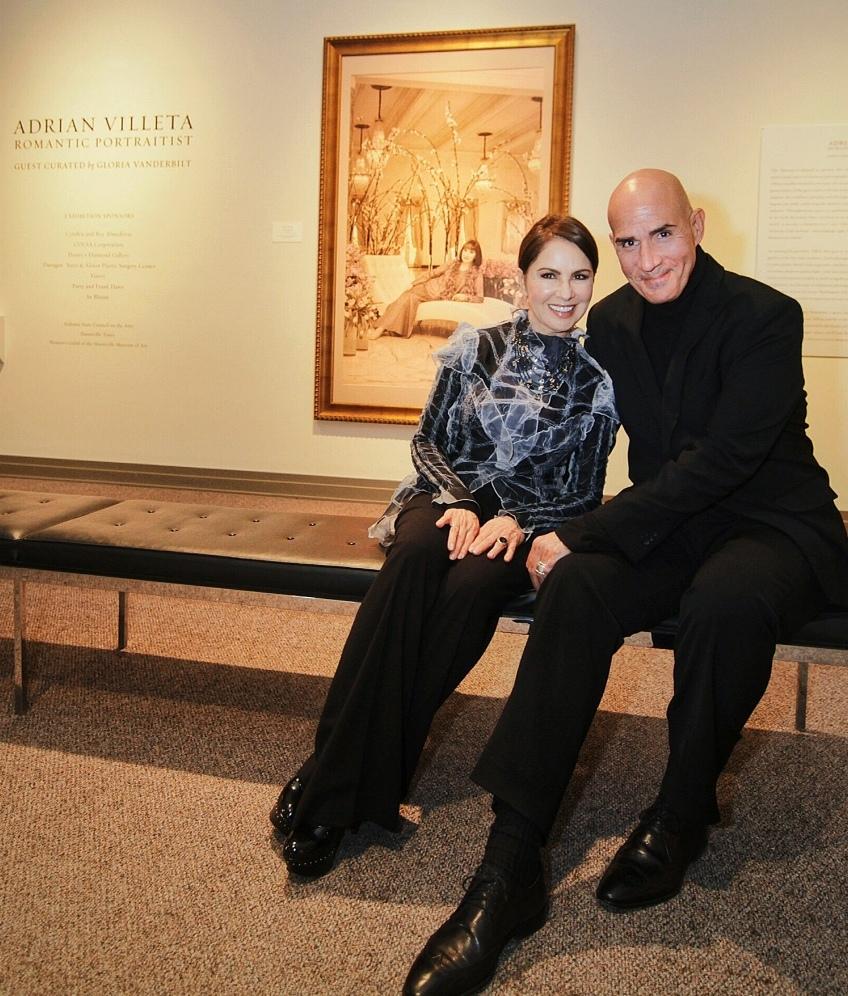 El retratista Adrián Villeta junto a la cantante Nydia Caro quien formó parte del evento de exhibición. - (Foto suministrada)