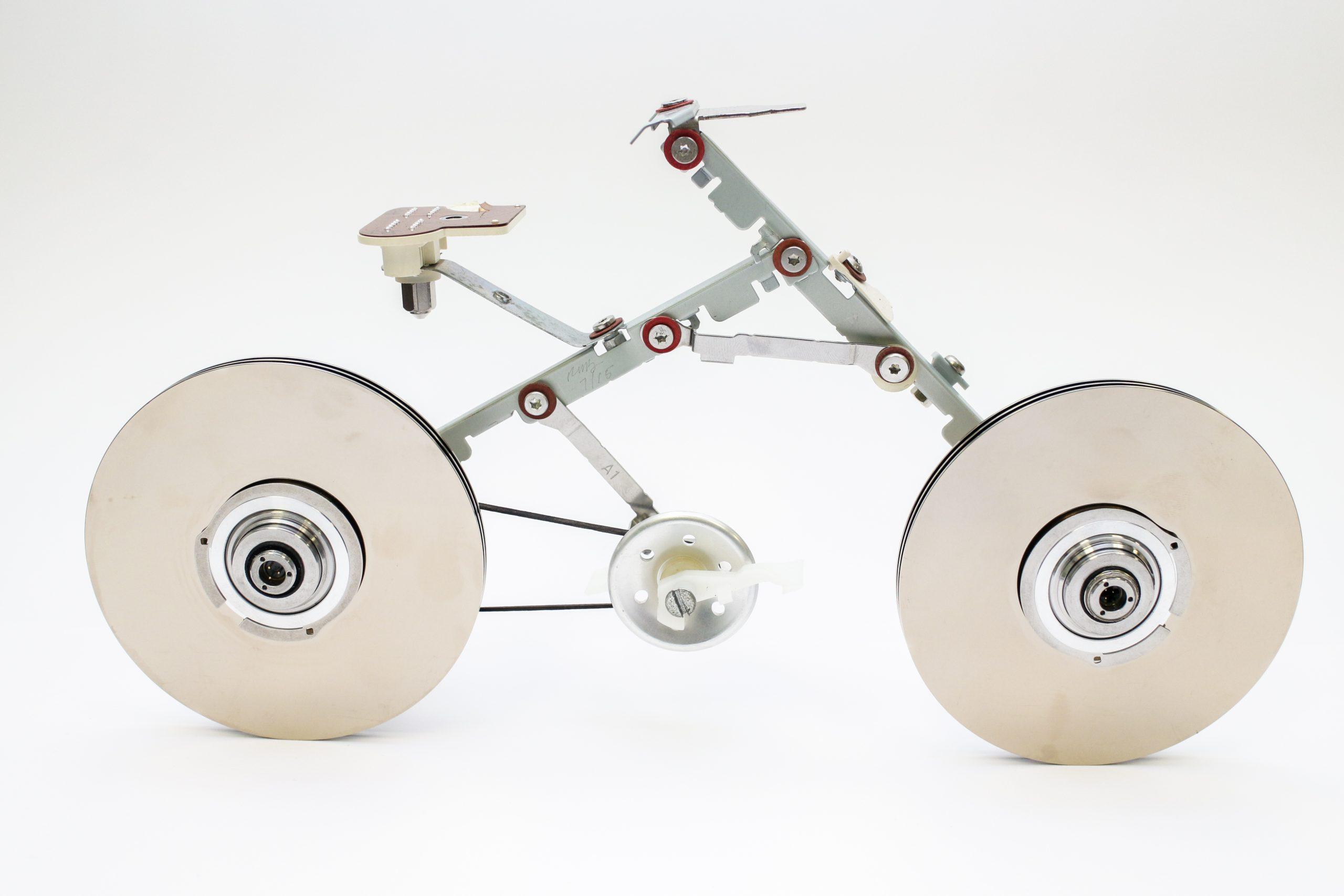 """Escultura """"Bici"""" de Rafael Miranda que forma parte del simposio Las Estéticas de las Ciencias. (Foto suministrada)"""
