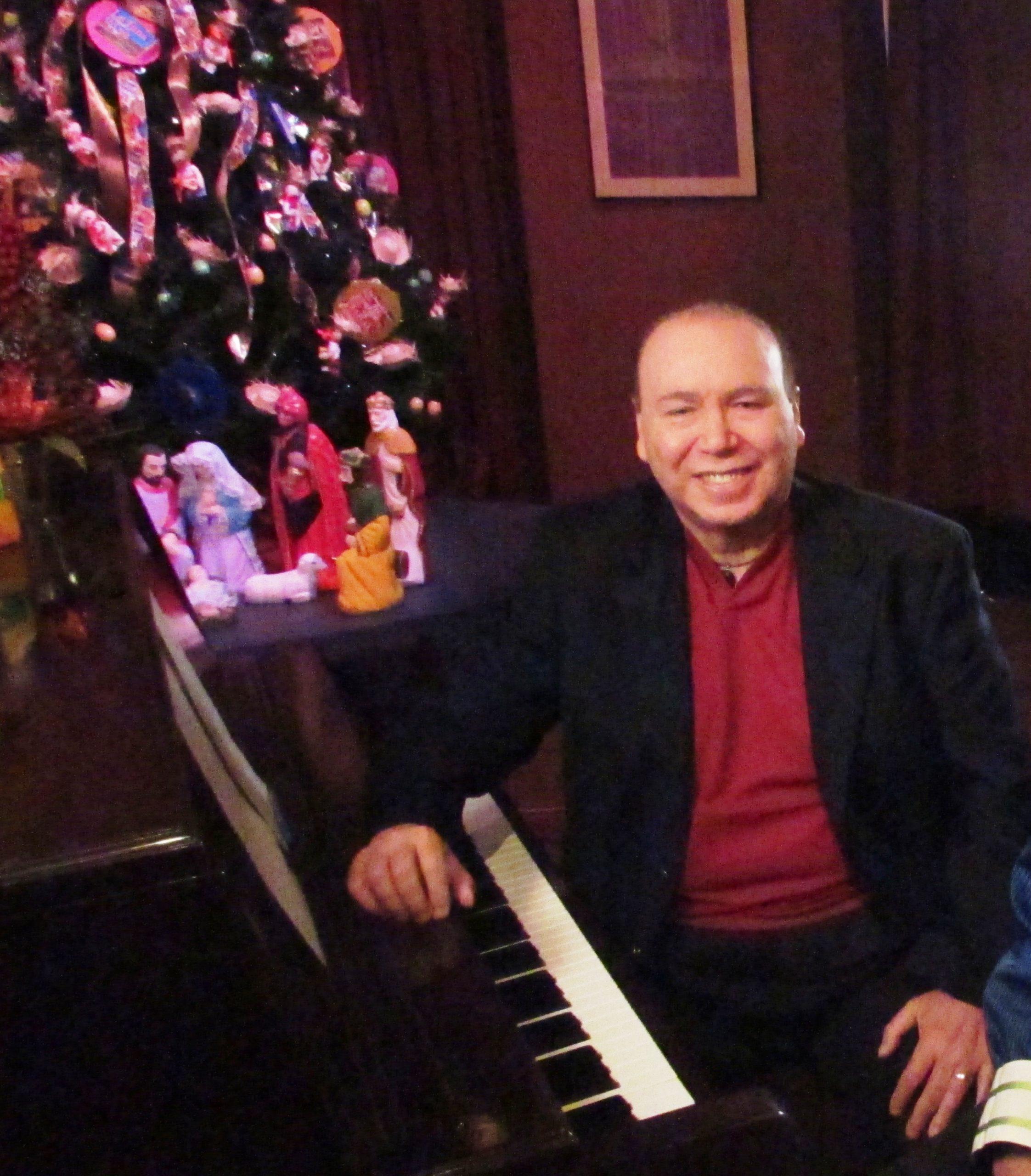 """Monclova escribió originalmente el tema navideño """"A saludarte vengo"""" para Los Hispanos. (Foto Javier Santiago / Fundación Nacional para la Cultura Popular)"""