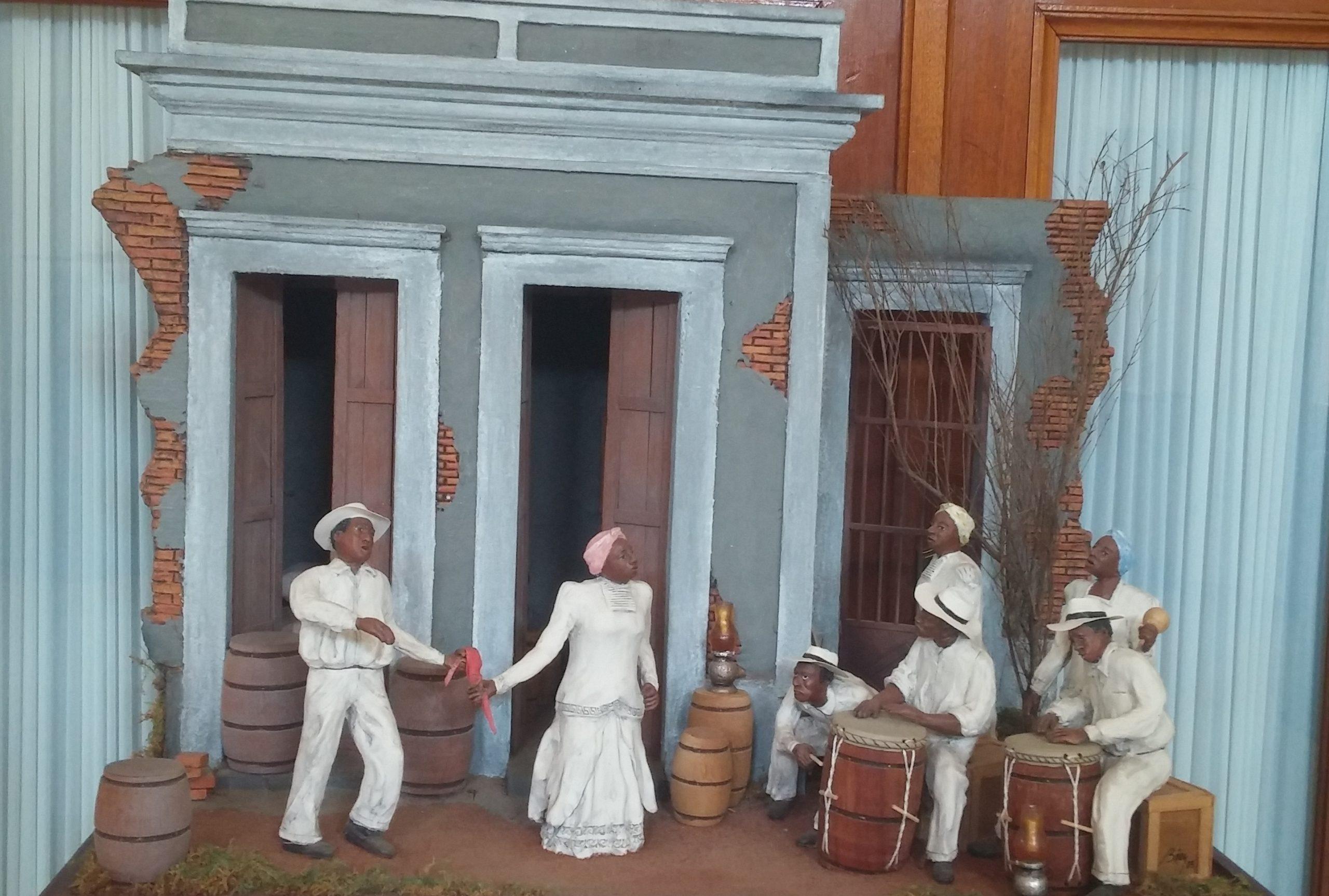 Fiesta en el solar es una miniatura basada en el cuento del Baquiné de Díaz Alfaro. (Foto Gabriela Ortiz para Fundación Nacional para la Cultura Popular)
