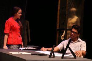 Gabriela Saker y Luisra Rivera durante una de las funciones efectuadas en septiembre 2015 en el Teatro de la UPR en Río Piedras. 2 Alberto Aponte Facultad de Humanidades UPR-RP. (Foto suministrada)