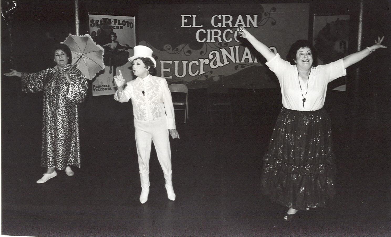 """Esther Mari, Josie Pérez y Elsa Román en una escena de 'El gran circo eucraniano"""" en 1989. (Foto Producciones Cisne)"""