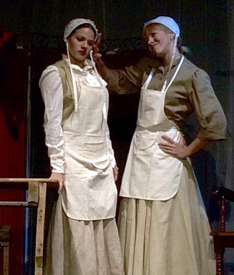 """Esthela Ríos y Mariana Quiles protagonizaron """"Las hermanas manzana"""". (Foto Joselo Arroyo para Fundación Nacional para la Cultura Popular)"""