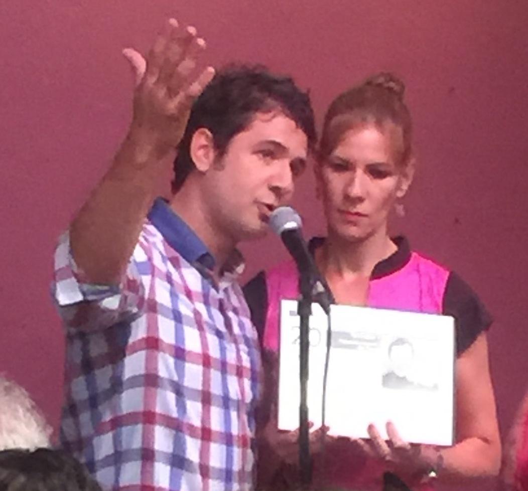 Hermes Croatto y Jessica Delgado recibieron la distinción en el día del natalicio de Tony Croatto. (Foto Alina Marrero para Fundación Nacional para la Cultura Popular)