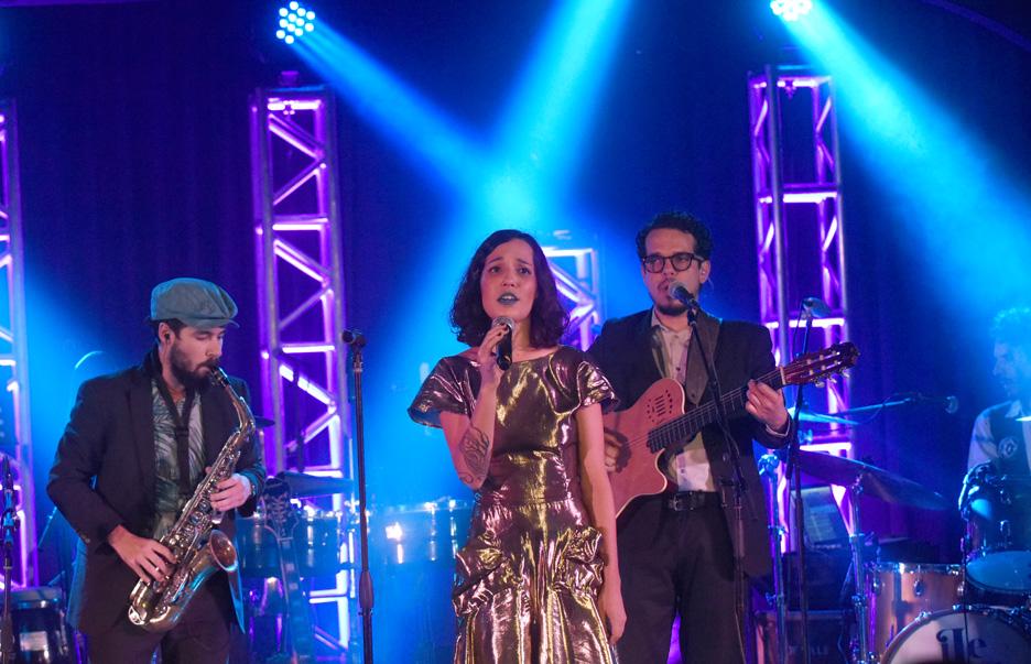 """La joven artista cantó con músicos en vivo los 12 temas que continene su producción """"iLevitable"""". (Foto suministrada)"""