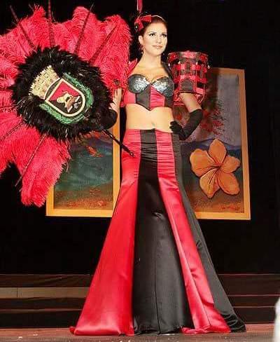 Traje típico de Ponce en una de las ediciones del concurso Miss Puerto Rico Universo, diseñado por Edgardo Cortés, (Foto suministrada)