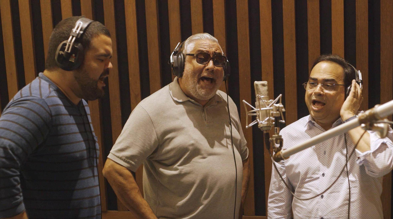 Juan Pablo cuenta con el apoyo en los coros de Jerry Medina y Gilberto Santa Rosda. 9Foto suministrada)