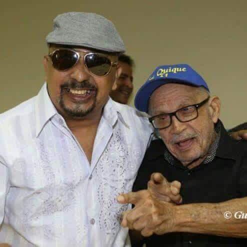"""El fotógrafo Féliz """"Guayciba"""" Ayala tomó esta imagen de Papo Lucca y su progenitor, don Quique, para la posteridad. (Foto Félix """"Guayciba"""" Ayala)"""