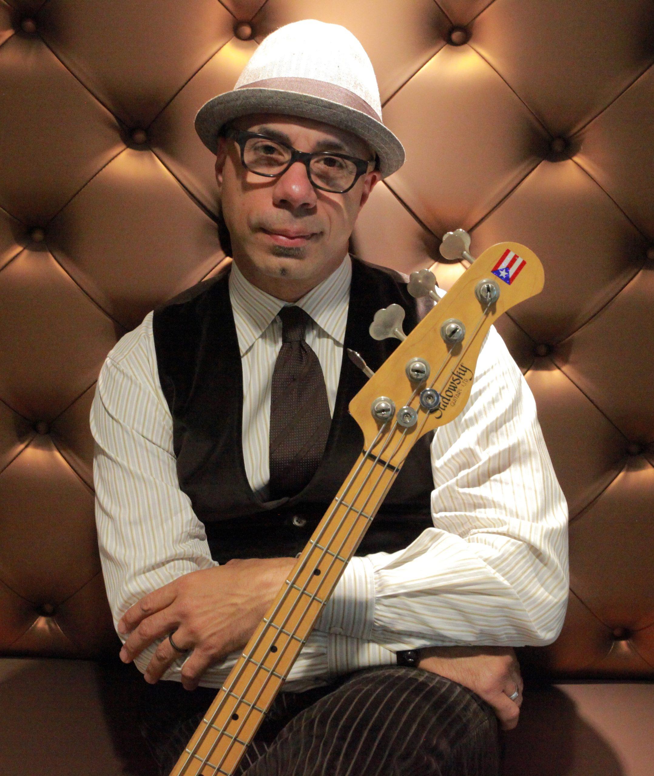 En la ciudad de Los Angeles el músico boricua se encuentra sumamente activo en talleres que ofrece a la juventud. (Foto suministrada) . (Foto suministrada)