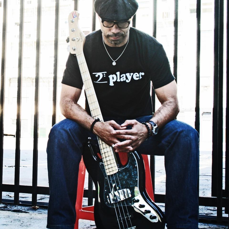 El bajista puertorriqueño abordará la músics de los 70 en su próxima grabación. (Foto suministrada)