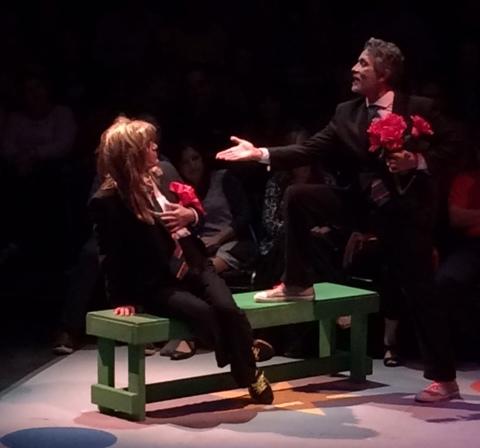 Jorge Luis Ramos y Braulio Castillo hijo en uno de los pasos de humor dentro de esta comedia. (Foto Joselo Arroyo para Fundación Nacional para la Cultura Popular)