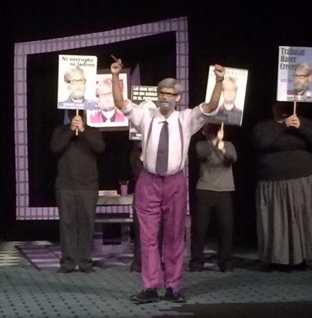 """""""Fernando"""" es el alcalde del poblado """"Arenas"""", representa la propuesta violeta. (Foto Joselo Arroyo para Fundación Nacional paa la Cultura Popular)"""