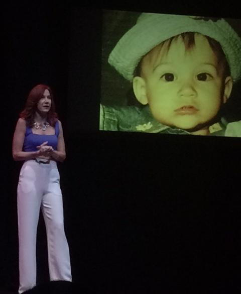 La actriz integró el recurso audiovisual para abordar temas de su vida personal. (Foto Joselo SArroyo para Fundación Nacional para la Cultura Popular)