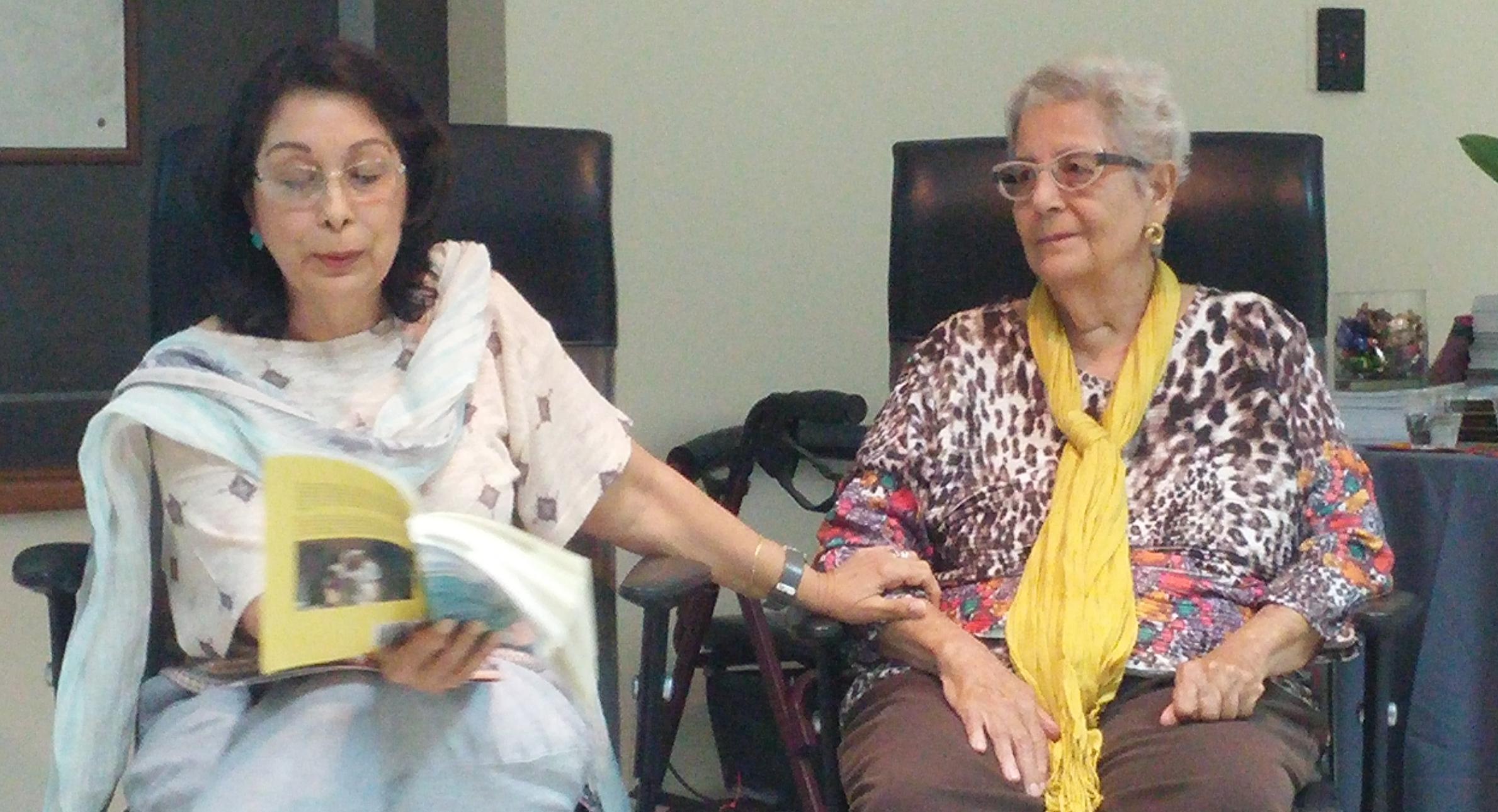 Nina Torres Vidal presentó la publicación escrita por Myrsa Landrón en la que se documenta la vida de la poeta y periodista Iris María Landrón. (Foto Gabriela Ortiz para Fundación Nacional para la Cultura Popular)