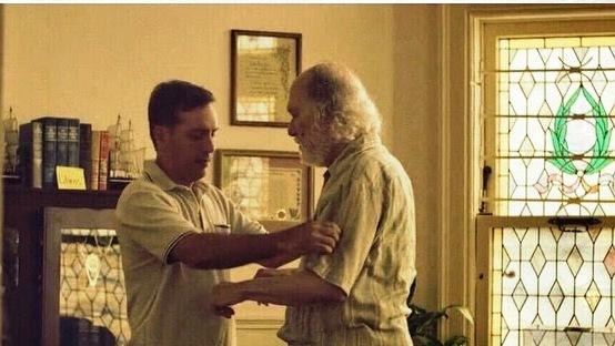"""Jorge Castro y Jacobo Morales en una escena del vídeo de la canción """"Algo le pasa a mi h'eroe"""". (Foto suministrada)"""